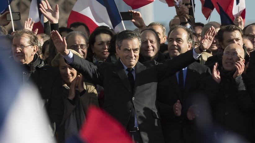 Marsz poparcia w Paryżu: Francois Fillon nie rezygnuje z wyścigu wyborczego