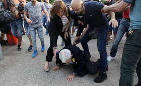 Grecja: Burmistrz miasta Saloniki pobity na miejskiej uroczystości