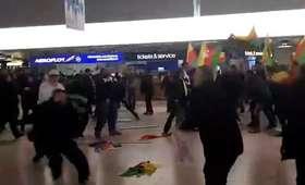 Bijatyka z udziałem 200 osób na lotnisku w Niemczech. Policja użyła gazu łzawiącego