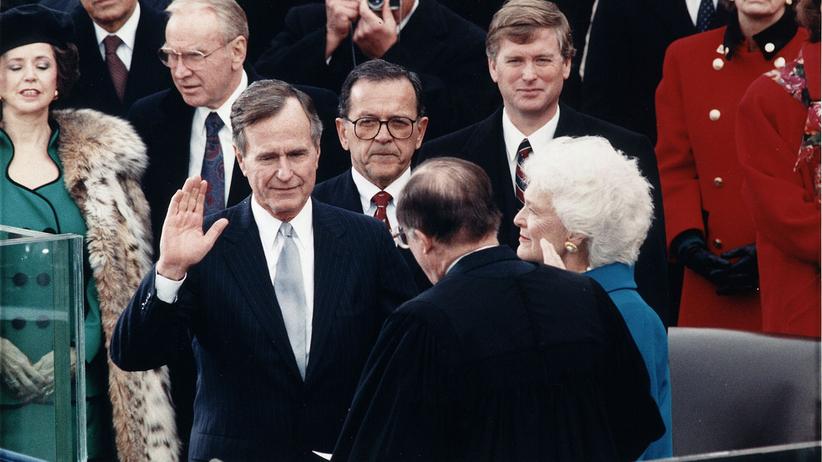Aktorka oskarża Busha o molestowanie. Kuriozalna odpowiedź rzecznika: czasami prezydent opowiada dowcipy i poklepuje kobiety