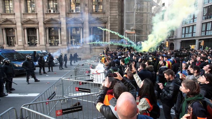 Protesty separatystów w Hiszpanii. Katalonia sparaliżowana!