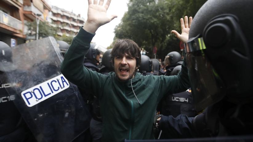 Podwójne standardy w UE. Hiszpańskie media krytykują Junckera i Timmermansa