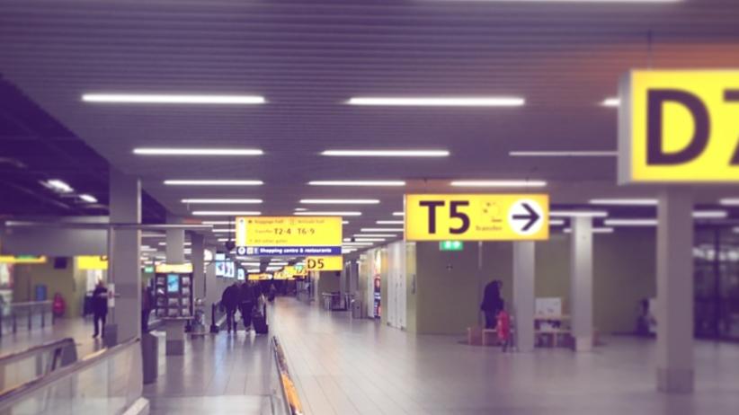 Holandia: Nożownik na lotnisku w Amsterdamie. Wybuch paniki