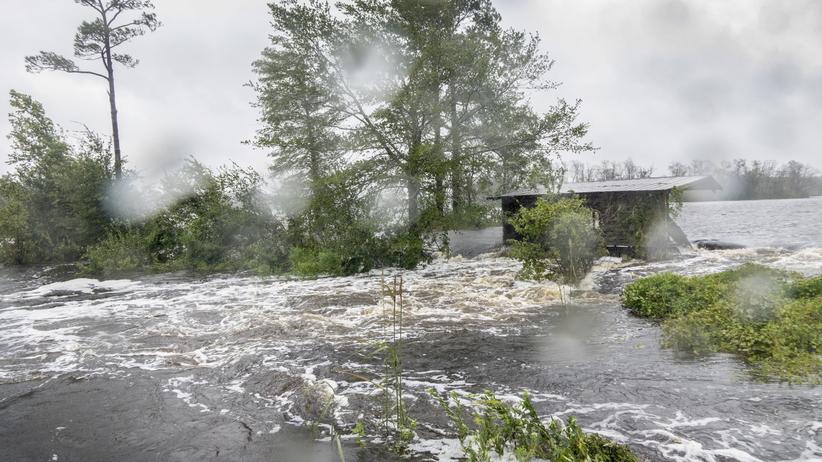 Huragan Florence. Kilkanaście osób nie żyje, gwałtowne powodzie