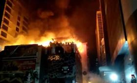 Indie: 16 ofiar pożaru w biurowcu Kamala Mills w Mumbaju [WIDEO]