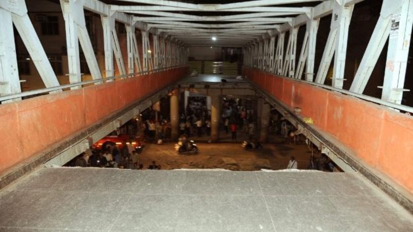 Katastrofa mostu w Bombaju. Wielu zabitych. Dziesiątki rannych [WIDEO]