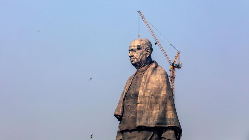 Indie. Odsłonięcie najwyższego pomnika na świecie. Kosztował 430 mln dolarów