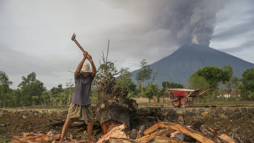 Tysiące ludzi ewakuowanych na bajecznej wyspie. Potężna erupcja wulkanu coraz bliżej
