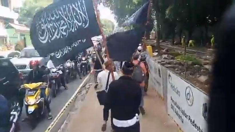"""Tysiące indonezyjczyków na ulicach. """"Konstytucyjny dżihad"""" przeciwko nowemu prawu"""