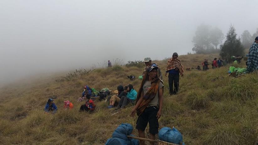 Indonezja. Akcja ratunkowa wspinaczy uwięzionych na wulkanie