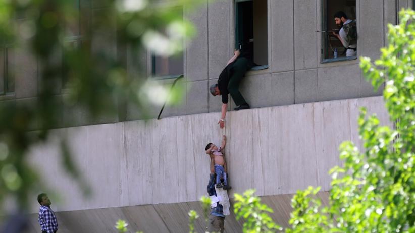 Atak terrorystyczny w Iranie. Zamachowiec wysadził się w parlamencie. Są ofiary