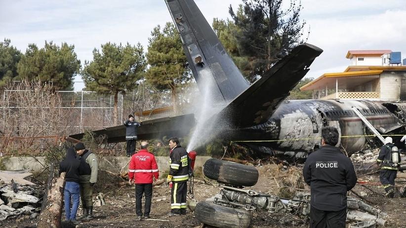 Samolot transportowy rozbił się na lotnisku koło Teheranu. Zginęło 15 osób