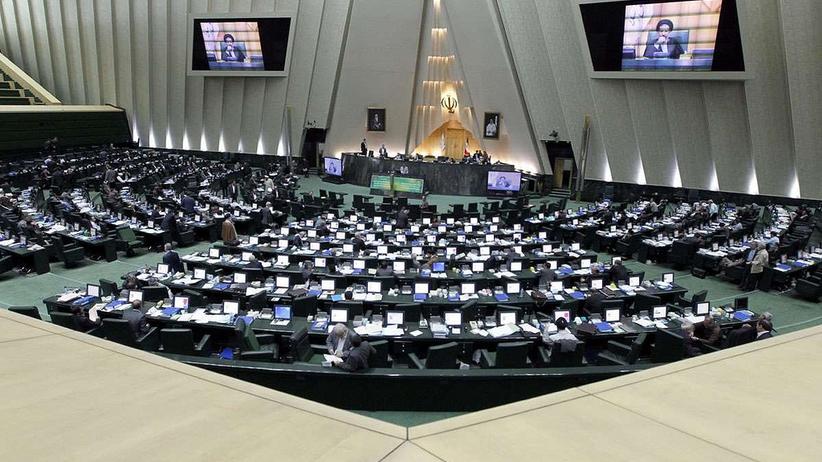 Uzbrojony mężczyzna wtargnął do parlamentu w Iranie. Są ranni