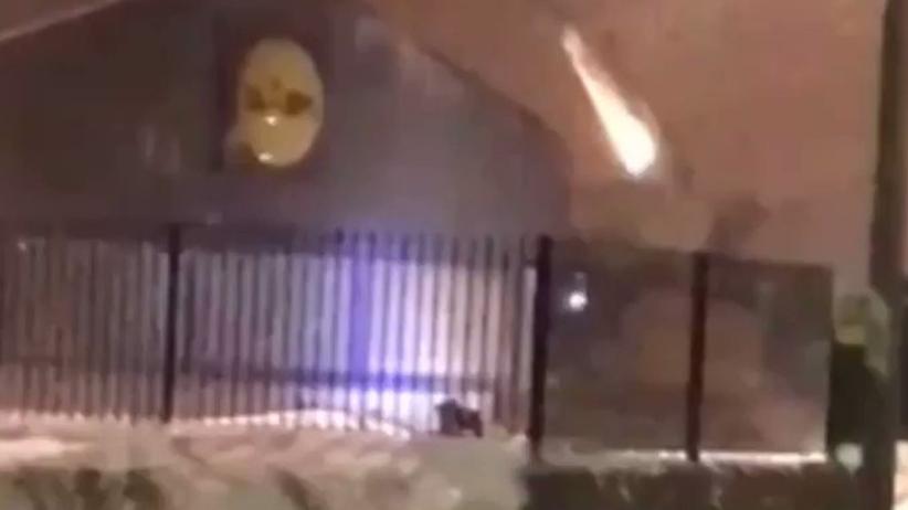 Ekstremalna kradzież w Lidlu. Ukradli koparkę i zdjęli dach sklepu [WIDEO]