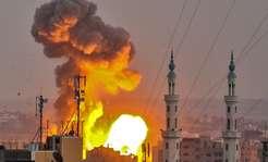 Krwawe starcia w Strefie Gazy. Izraelskie naloty i burzliwy protest