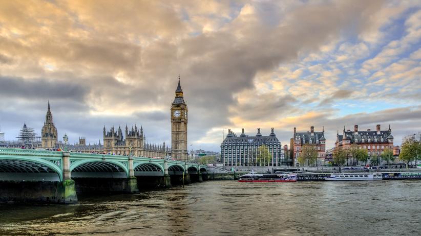 Jakie prawa dla Polaków po Brexicie? Premier May zabrała głos