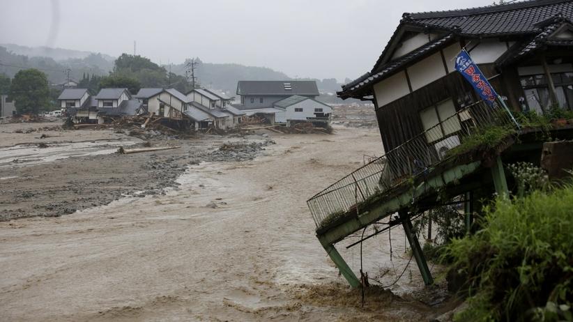 Japonia i Chiny walczą z powodzią. Największe ulewy od lat. Rośnie liczba ofiar