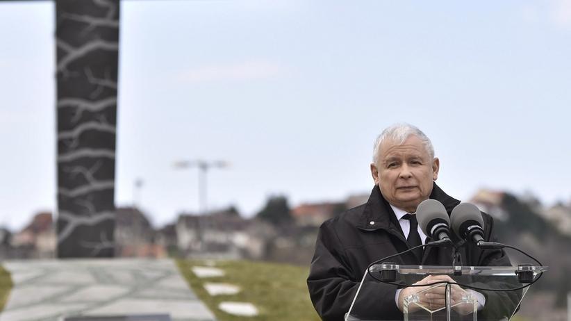 Kaczyński na Węgrzech: W Katyniu i Smoleńsku zginęły polskie elity, to łączy te dwie tragedie