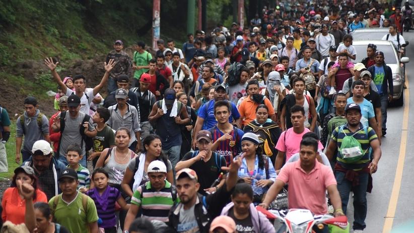 Karawana migrantów zmierza w kierunku USA. Wciąż dołączają kolejne osoby