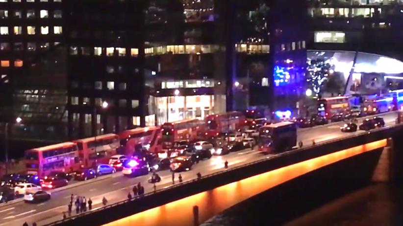 Kolejny zamach na Wyspach! Rozpędzony van wjechał w tłum ludzi na moście w Londynie