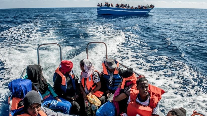 Kwitnie handel ludźmi. Przemytnicy działają w internecie, kuszą zdjęciami statków