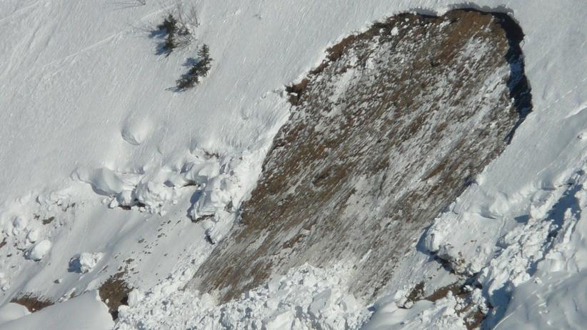 Lawina w Tatrach porwała parę polskich turystów. Jedna osoba nie żyje