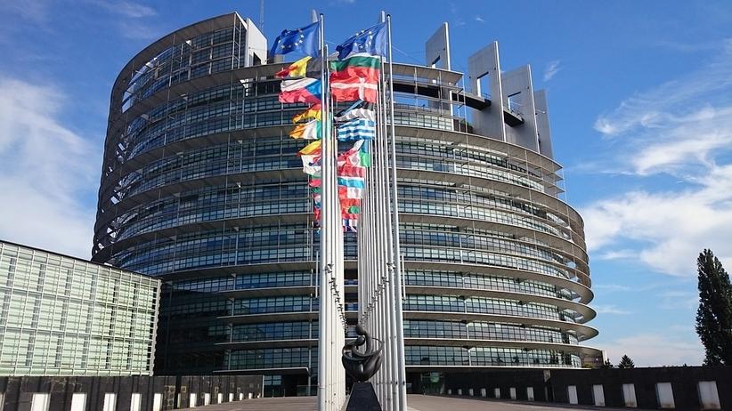 Francuska gazeta staje w obronie Polski przed decyzją Komisji Europejskiej