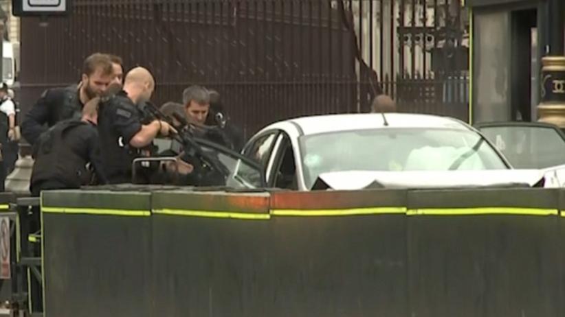 Londyn. Auto wjechało w barierki przed parlamentem. Są ranni