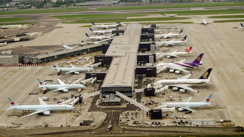 Wszystkie loty z Heathrow zawieszone. Dron nad lotniskiem [WIDEO]