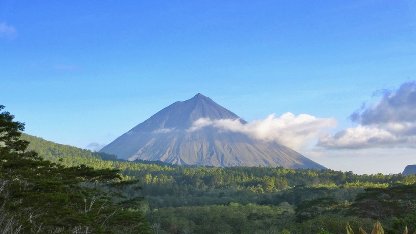 Masowa ewakuacja ludności. 120 tys. osób ucieka przed erupcją wulkanu