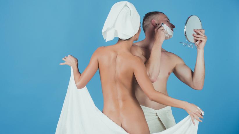 Matka kąpie się z synem
