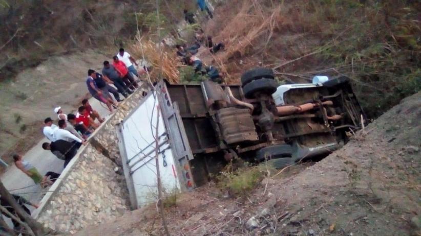 Wypadek ciężarówki z migrantami. Nie żyje 25 osób
