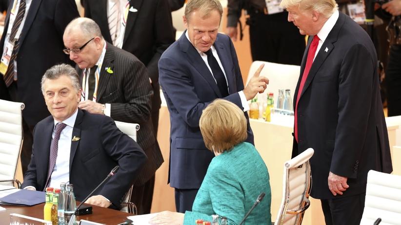 Merkel nie wyłączyła mikrofonu. O czym rozmawiała z Tuskiem i Trumpem?