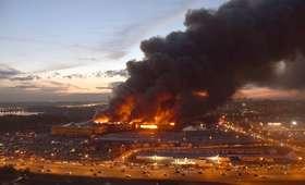 Wielki pożar marketu pod Moskwą. Dym widoczny z daleka [WIDEO]