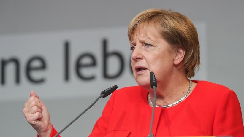 Niemcy: Angela Merkel obrzucona pomidorami na wiecu w Heidelbergu