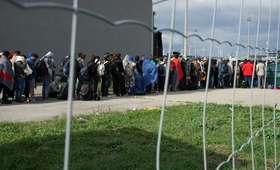 Pożar w ośrodku dla uchodźców. Jedna osoba nie żyje, 14 rannych