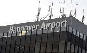 Ruch lotniczy w Hanowerze wstrzymany!  Samochód wjechał na płytę lotniska, miał polską rejestrację [AKTUALIZACJA]