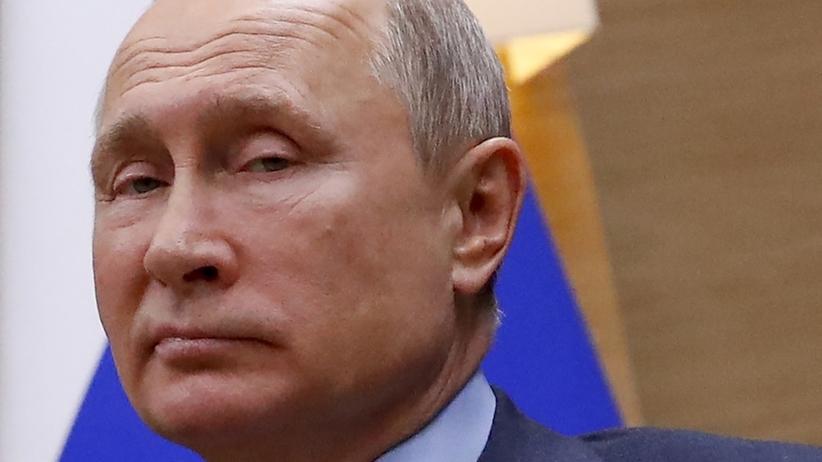 Putin z legitymacją Stasi? Niemiecki dziennik publikuje zdjęcia