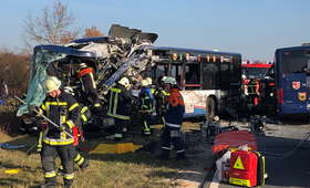 Niemcy. Czołowe zderzenie dwóch autobusów. 27 rannych, w tym dzieci