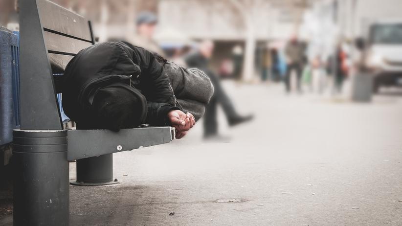 Bezdomna Polka zmarła z wychłodzenia. Leżała na ławce w parku