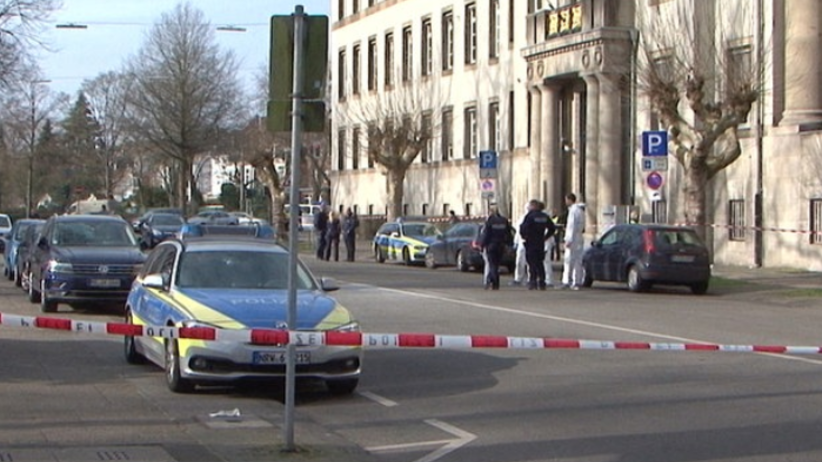 Niemcy. Próba samospalenia przed sądem. ''Był sądzony z powodu ataku na policjanta''