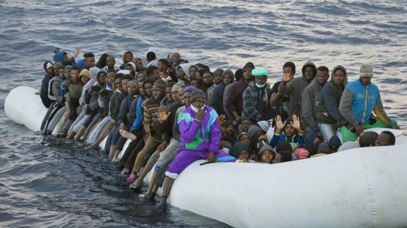 Niemiecki minister ostrzega: Do Europy ruszą setki milionów uchodźców