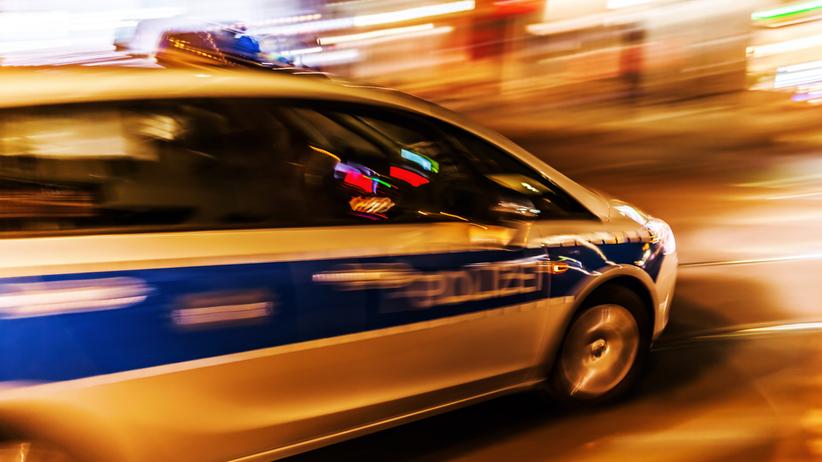 Uzbrojeni po zęby policjanci wyważyli drzwi do domu 88-latki. Pomylili adresy