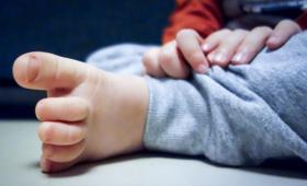 Skandal w Niemczech. Matka oferowała gwałcicielom 9-letniego syna