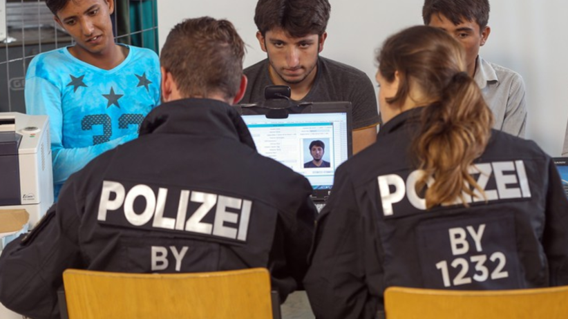 Nowy plan rządu Merkel. Tak chce zniechęcić uchodźców do Niemiec