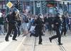 Niemcy. Zamieszki po śmierci 35-latka w bójce w Chemnitz