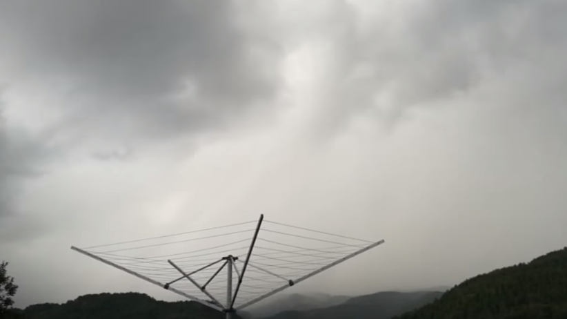 Nagrywał burzę. Tuż obok niego uderzył piorun [WIDEO]