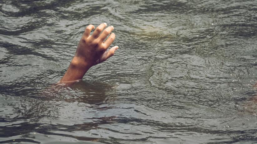Nowa Zelandia. 18-miesięczny chłopczyk topił się w oceanie. Uratował go rybak