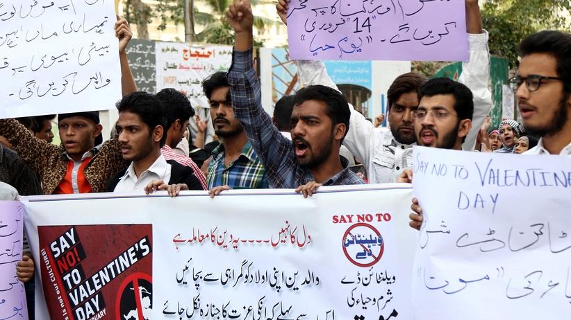 """Pakistan: zakaz obchodzenia walentynek. """"Przejaw zepsutej kultury Zachodu"""""""