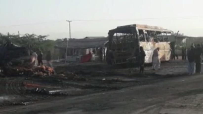 Autobus zderzył się z cysterną z paliwem. Co najmniej 27 ofiar